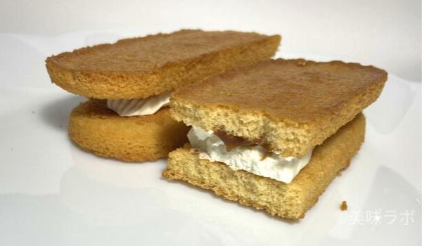 ファミマ香ばしいクッキーのクリームサンド4
